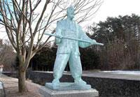 坂本養川像